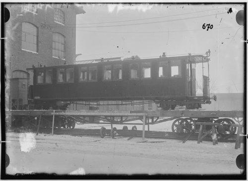 500w_fotografie-vierachsiger-durchgangswagen-dritte-klasse-mit-mittelgang-1900-13308.jpg
